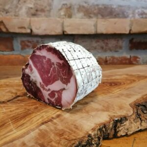 Bio-Schweinekamm gesalzen (Coppa); Luftgetrocknet mit Edelschimmel